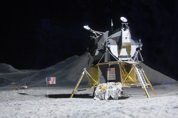 夜空に輝く月の謎・不思議10選 - 雑学ミステリー
